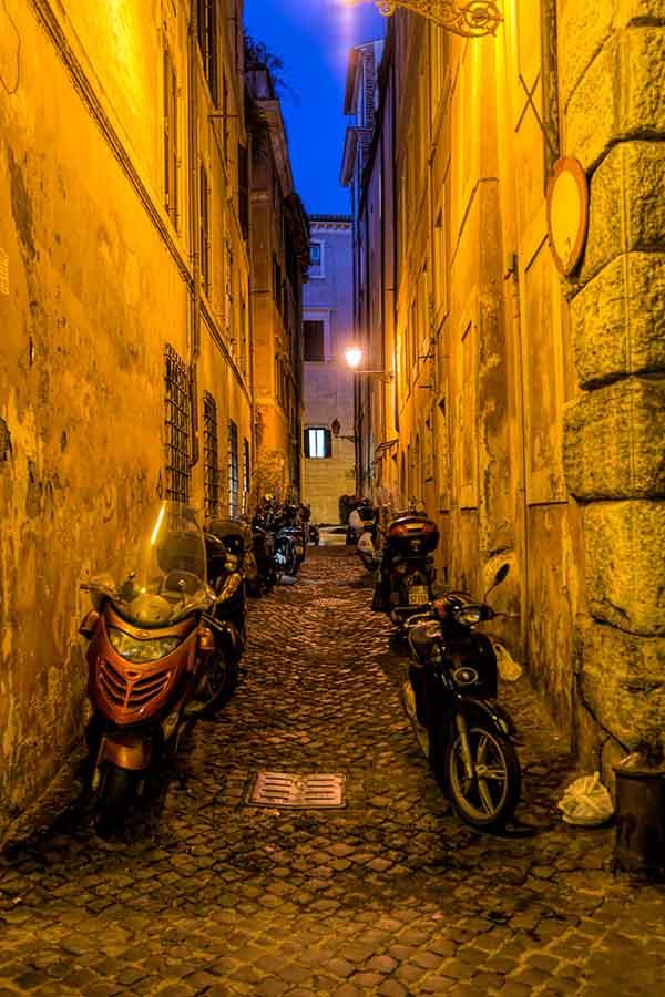 KEDVENC UTCÁM // MY FAVOURITE STREET