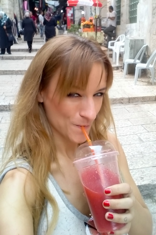 EPER DZSÚZ A SHUK-BAN // STRAWBERRY JUICE IN THE SHUK
